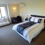 Lodge Queen Room - Poplars