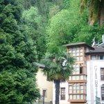 Foto del hotel desde el parque que hay delante