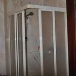 cabina doccia, circa 60 x 60 cm.