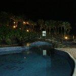 Piscinas del Hotel los Lagos de noche