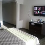 Photo de Days Inn & Suites Anaheim Resort