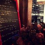 Un endroit super pour déguster du bon vin et un bon repas
