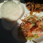 assiette unique asiatique de salade riz et canard