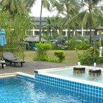 hotel vanaf zwembad gefotografeerd