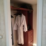 walk in closet (studio suite)