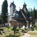 Cementerio de la Iglesia Wang. Karpacz, Polonia