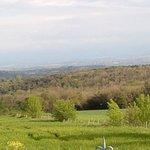 Vue de la cour du chateau sur la campagne et les Pyrénées