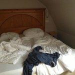 particolare letto, impossibilità di muoversi e rischio di sbattere la testa di notte sul tetto b