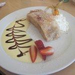 apfeltstrudel (strudel di mele con salsa alla vaniglia... una bontà)