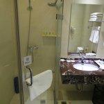 The bathroom at the Minshan Yuanlin Hotel