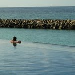 Beautiful infinity pool - look out for rays going by this spot about half an hour after feeding