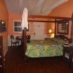 das sehr gemütliche Zimmer mit gemütlichem Riesenbett