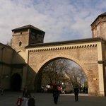 La  storica Sendlinger Tor adiacente l'hoote