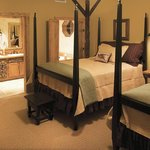 Gallery suites with 2 double beds accomodate up to 5 people