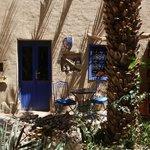 The yard\Зелёный внутренний дворик (посреди пустыни!)