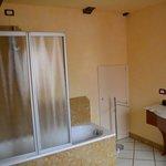 Great bathroom and nice tub!
