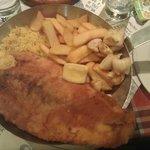 Ψάρι της ημέρας με καλαμάρι, ρύζι και πατάτες