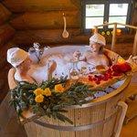 Bad im Holzzuber- Kuschelbad mit Menü