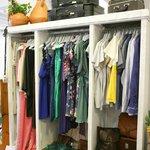 Zona de moda y diseñadores en Wabi Sabi Shop&Gallery