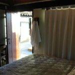 Puerta de la habitacion, salida a la pileta
