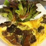 Omelette Aux Cepes Salade