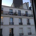vue sur la tour montparnasse depuis ma chambre