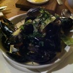 mussels in creamy leek and parsley. suitable for pregnant women. ask chef for more details.