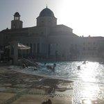 zona piscinas restaurante hotel.