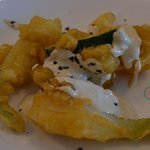 Pajaricos de la huerta (calabacín y cebolla tierna en tempura)