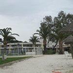 Vue de l'hôtel / piscine extérieure (fermée en avril)