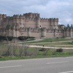 El castillo visto desde la carretera