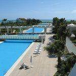 Zwembad vanuit de kamer / balkon