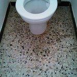 le sol des toilettes