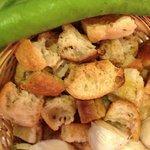 croutons, ail et fevettes