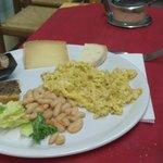 Piatto misto umbro con una frittatina al tartufo indimenticable