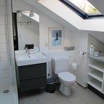 Chambre bleu: salle de bains