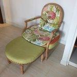 Кресло в номере