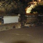 Wagon met aanhangwagentjes voor het afvoeren van gips