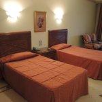Die Betten im Zimmer