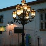 Leuchte in der Fußgängerzone