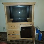 Televisor viejo y con mucha lluvia, pocos canales