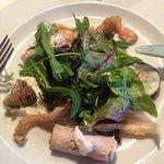 salade et dégustation de poisson