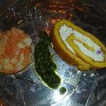 Chèvre-Roulade mit Rhabarber-Melonen-Confit  und Lavendelhonig
