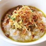 某天的傳統早餐 吃粥 有咖哩味 很特別