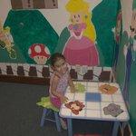 sala de recreo infantil con video juegos