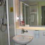 Leicester, Campanile hotel, bathroom