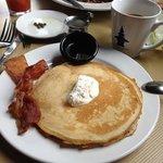 Buttermilk pancakes & bacon