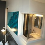 Janela interna para iluminação no banheiro