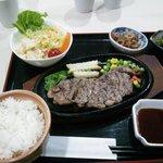 期間限定のステーキ定食も1000円