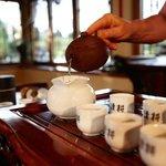Teezeremonie im Schönen Teehaus am Berg